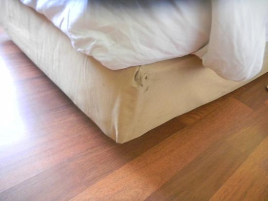 Hotel Ibis Yogyakarta Malioboro: Stain on Bed Linen