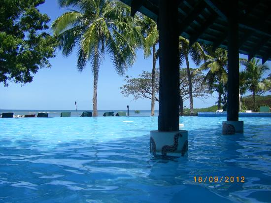 Anchorage Beach Resort: How good is the pool A+