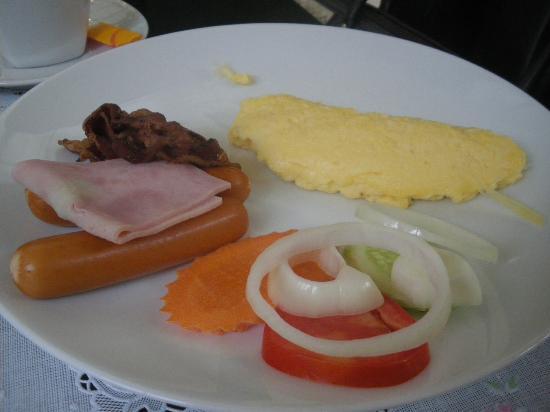 โรงแรมแทงโก้ ไวแบรนท์ ลิฟวิ่ง เพลส: Fried Egg VS Omellete for AB