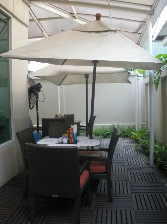 Tango Vibrant Living Place: Alfresco style dining area