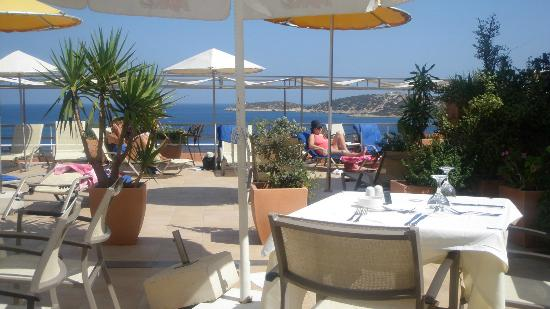 Hermes Hotel : Outdoor dining terrace