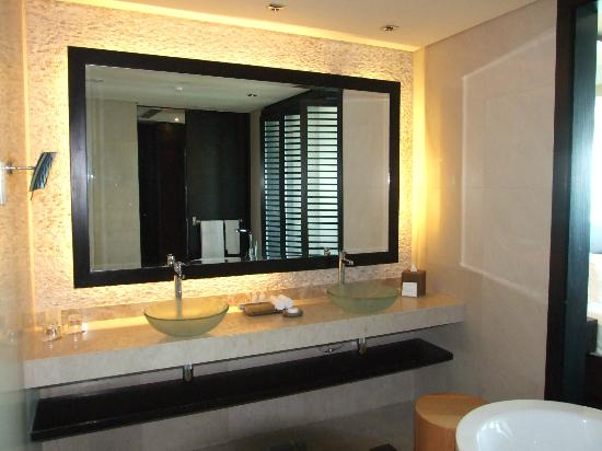 Rixos The Palm Dubai: our bathroom