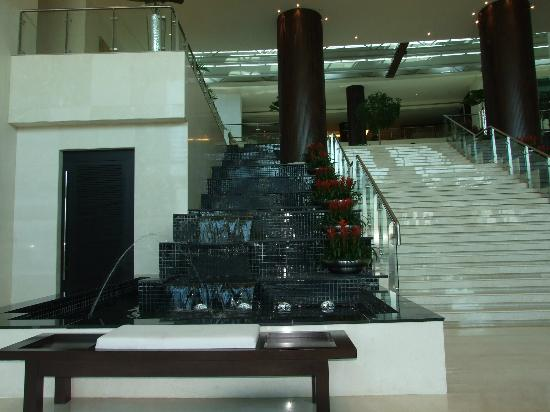 Rixos The Palm Dubai: fountains near the a la turca restaurant