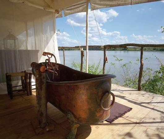 The Retreat Selous: Fabulous bathing ensuite