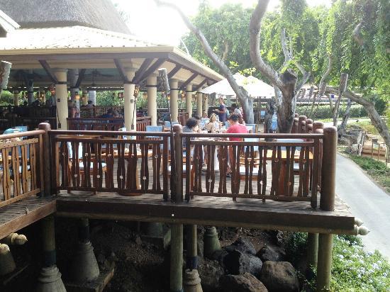 Club Med La Plantation d'Albion: Outside dining area 