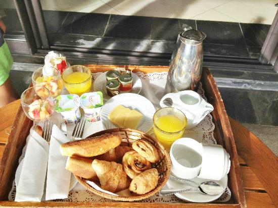 Club Med La Plantation d'Albion: Room service breakfast