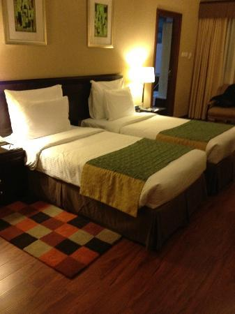 Flora Grand Hotel: bedroom spacious, superior double