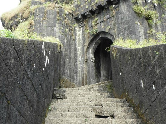 Khandala, India: entrance door to first fort