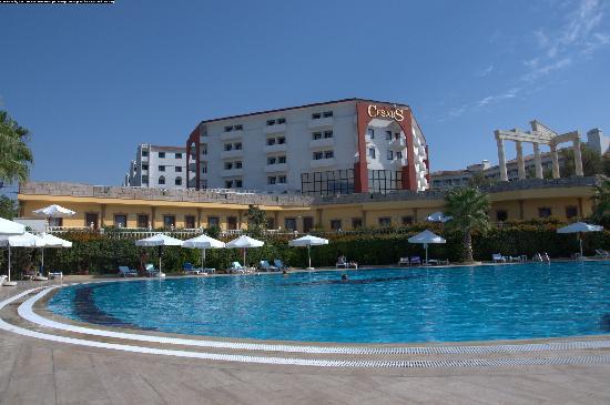 Cesars Resort Side: вид на бассейн