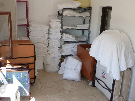 Yelken Mandalinci SPA & Wellness Otel: Linen stored on landing