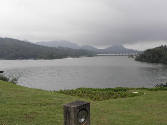 Aamby Valley City: lake and bridge
