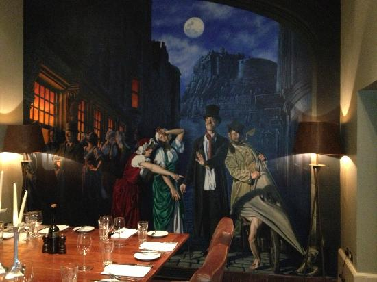 Hotel du Vin & Bistro: Burke and Hare mural in dining room