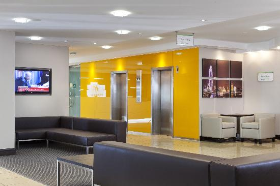 Holiday Inn London - Regent's Park: Lobby Lifts