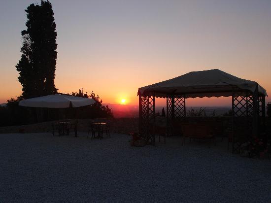 Borgo della Speranza: Ausblick auf Volterra, Sonnenuntergang