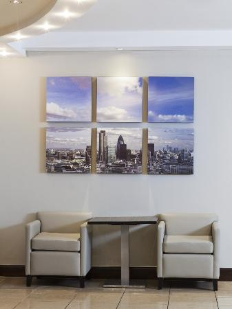 Holiday Inn London - Regent's Park: Lobby artwork