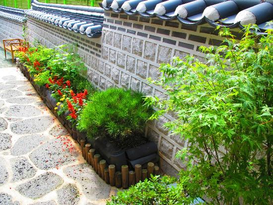Moon Guesthouse : lovely korean garden
