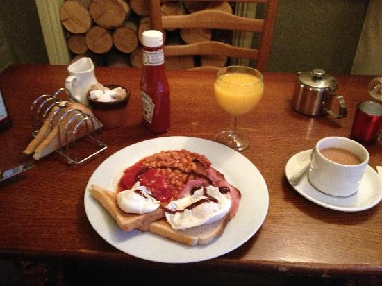 Bourne Valley Inn: A Typical Breakfast at the BV Inn