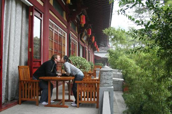 Tang Dynasty Art Garden Hotel: Here you see the terrace of our suite. Debsi and Burki are kissing.