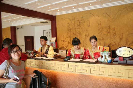 Tang Dynasty Art Garden Hotel: This is the welcome desk of the reception at the Tang-Hotel