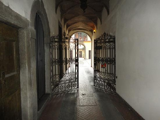 Ai Musei Bed & Breakfast : entrance in the yard-entrata nel cortile