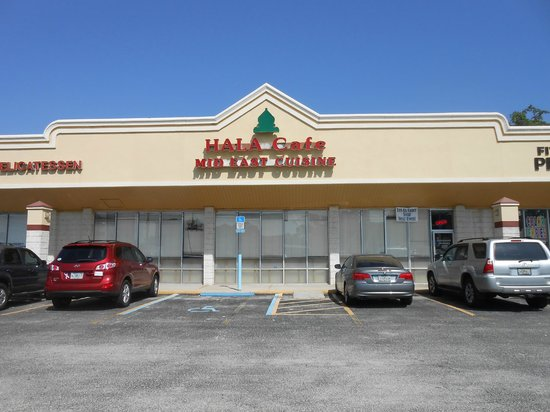 Hala's Cafe and Bakery: Hala Cafe: Plain on the outside; Great food on the inside!
