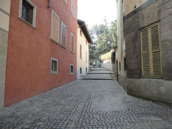 Ai Musei Bed & Breakfast: the street with steps Via della Noca