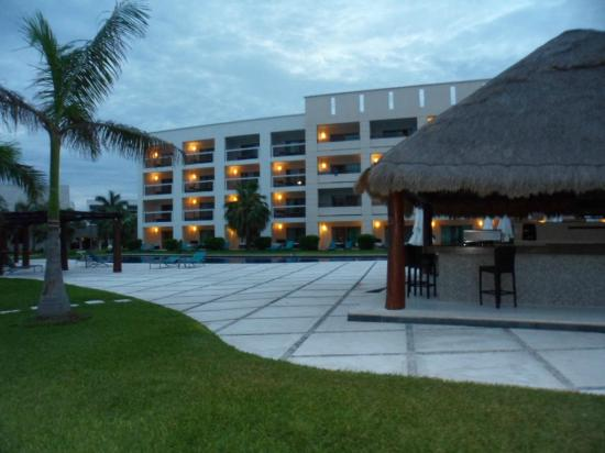 Secrets Silversands Riviera Cancun : zona de la piscina al atardecer