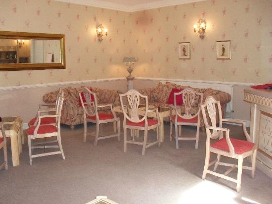 De Courceys Manor: a quiet room to relax