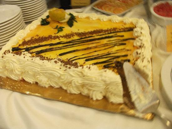 Tiara Beach: cakes