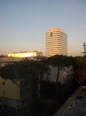 Hotel Dei Congressi: panorama dalla stanza (palazzo INAIL)