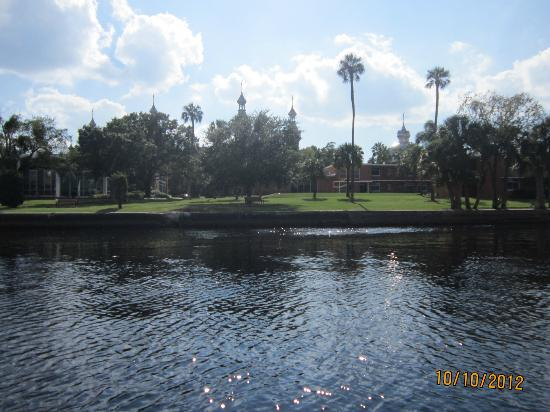 Hillsborough River: Beautiful minarets at Tampa University