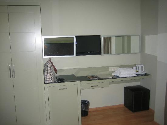 Hotellino Istanbul: TV, Minibar, Sideboard 