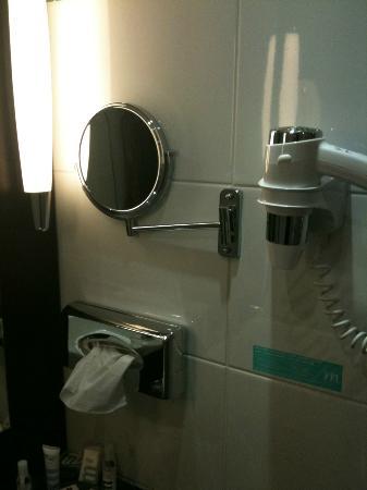 Mercure Hyeres Centre Hotel : Salle de bains