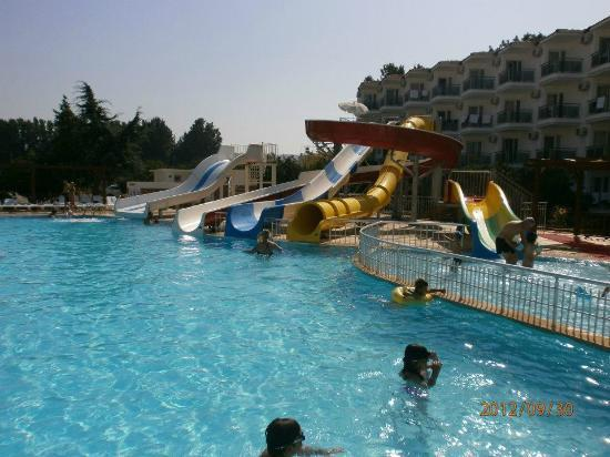 Atlantique Holiday Club: Pool with water attractions