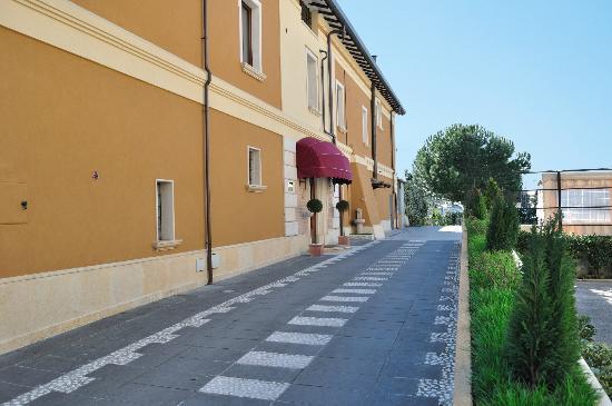 Al Casaletto : Viale esterno