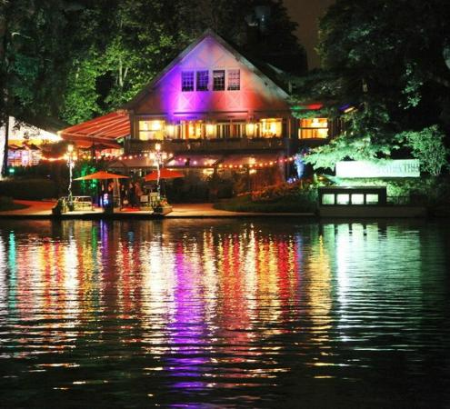 Photo of French Restaurant Le Chalet des Iles at Lac Inferieur Du Bois De Boulogne, Paris 75016, France