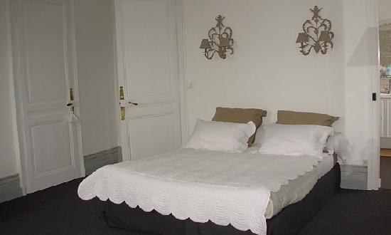 La Commanderie : Chambres Les Flandres et sa salle de bain...