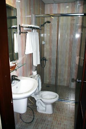 Silver River Hotel: Bagno