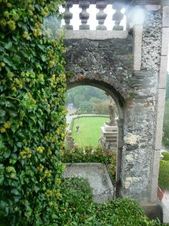 Isola Bella: thru the arch in the garden