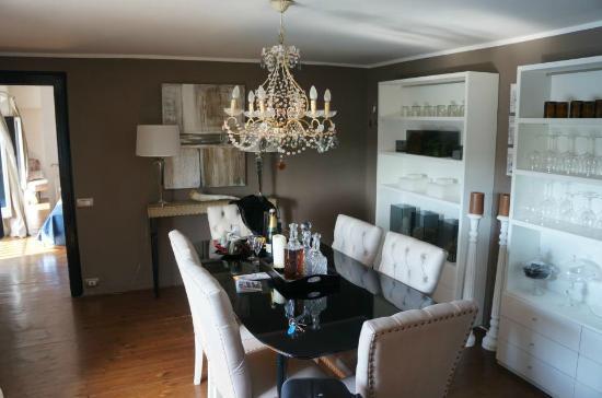 ريزيدنزا فيزبوتشي: Dining room in our Luxury Apt. 