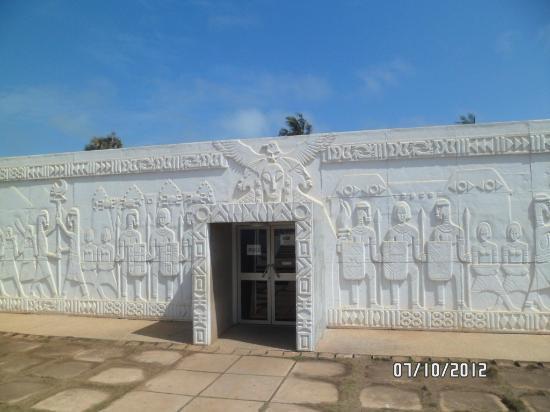 Kwame Nkrumah Memorial Park: entrance to museum