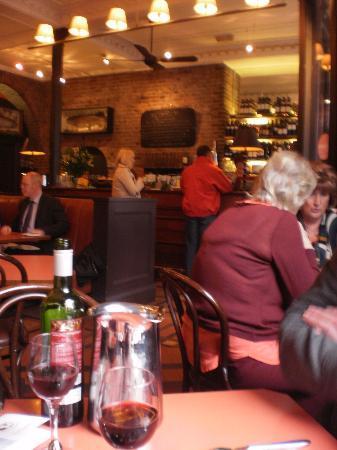 Isaac's Restaurant: Busy...