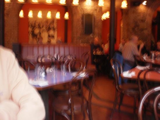 Isaac's Restaurant: Wonderful old building...