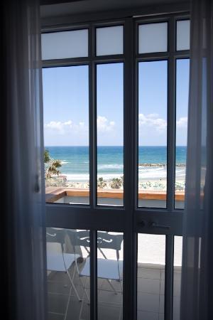 Gordon Hotel & Lounge: Sea View