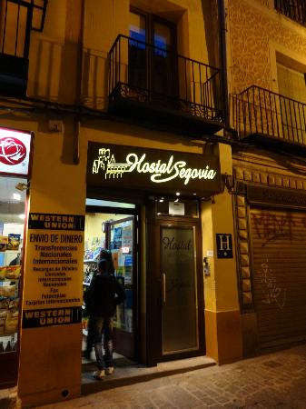Hostal Segovia: 入口