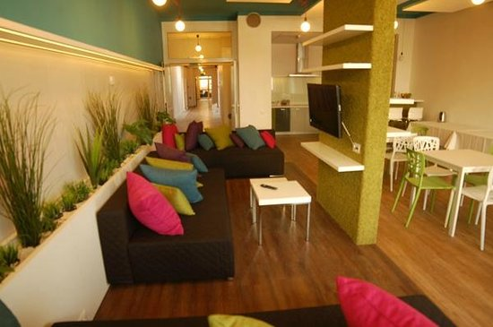 Traffic Hotel: Common room