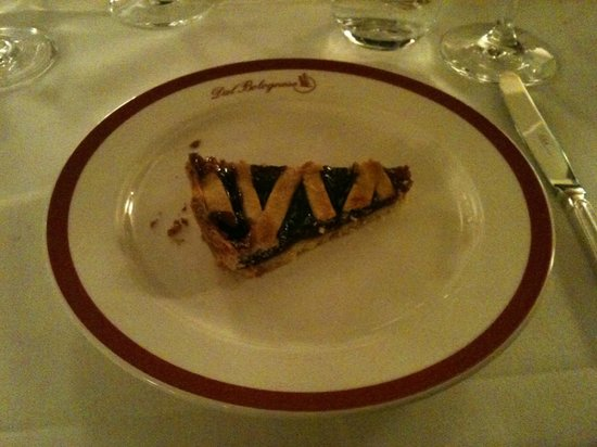 Dal Bolognese: crostata di visciole, tre forchettate per ben € 10.................