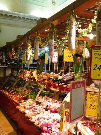 ปาลาสโซโอลิเวีย: local store