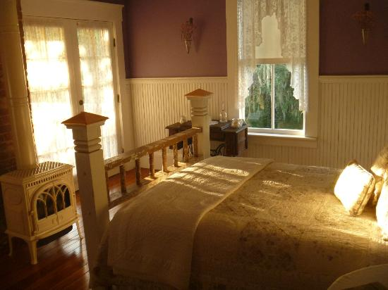 The Laurel Oak Inn: Morning in The Lilac