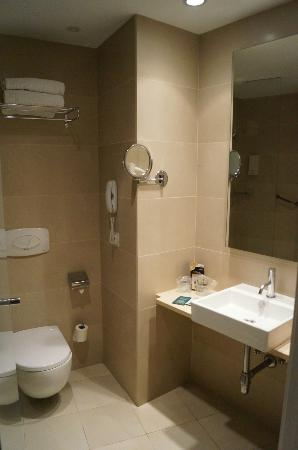 Hesperia Ramblas: Bathroom
